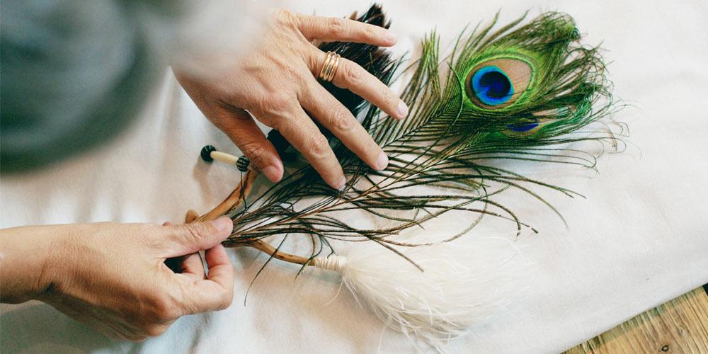 massaggio sciamanico piuma