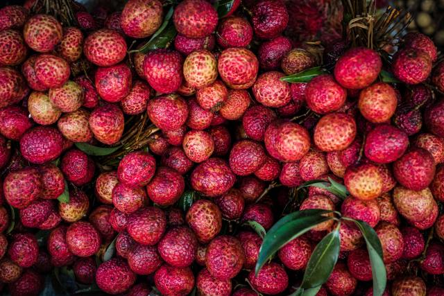 Lychees provides plenty of vitamin C, which is known for its role in collagen synthesis and blood vessel health.