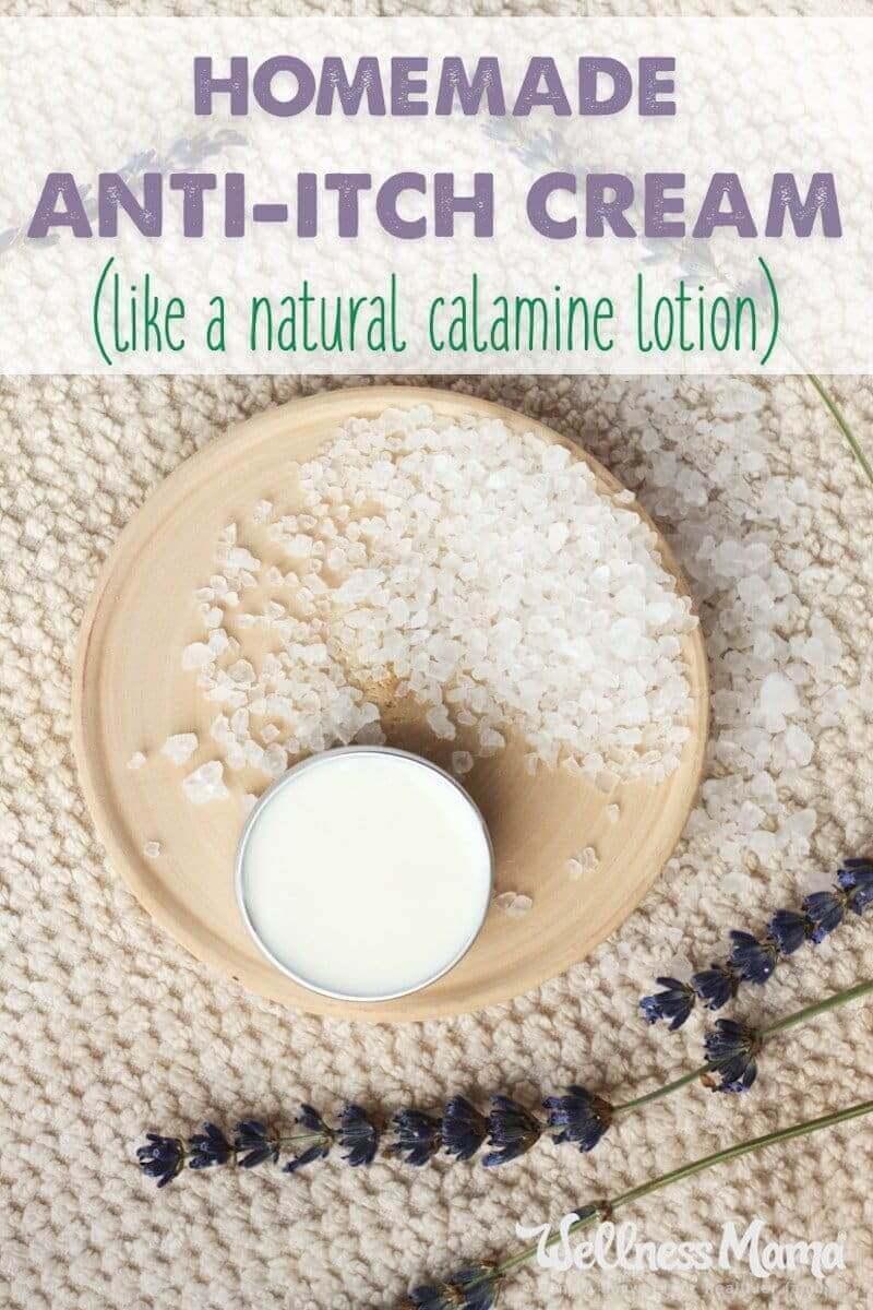 Questa semplice crema anti-prurito fatta in casa funziona come una lozione alla calamina ma utilizza tutti gli ingredienti lenitivi naturali per alleviare il prurito naturale fai-da-te.