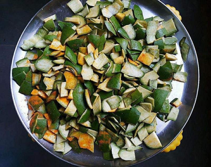 Throwing the green mango peel? Stop and let's start utilizing this common kitchen waste to make yummy chikki. Surprised? Follow the recipe - raw mango peel chikki.1