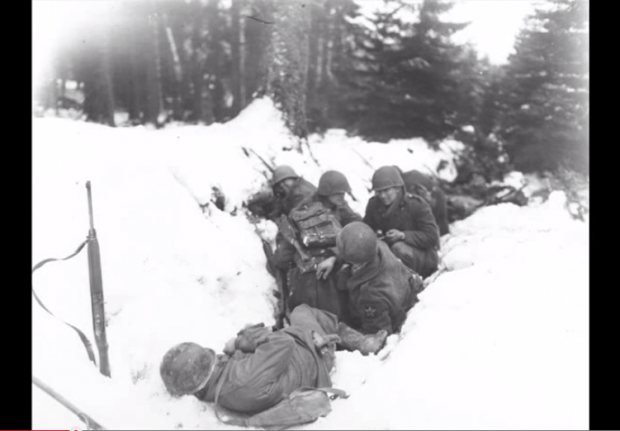 Battle-of-the-Bulge-soldiers-in-snow-trench-620x431