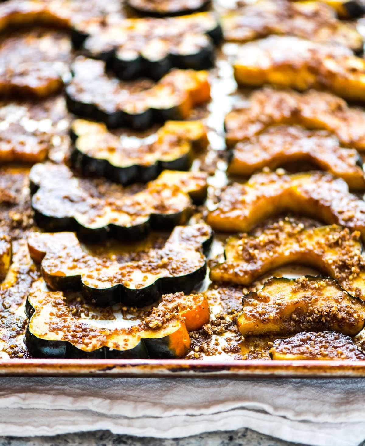 Baked Acorn Squash Slices with Brown Sugar and Pecans. Simple and DELICIOUS. Less than 30 minutes in the oven. Perfect holiday side dish or anytime you need a quick and easy side. Recipe at wellplated.com | @wellplated
