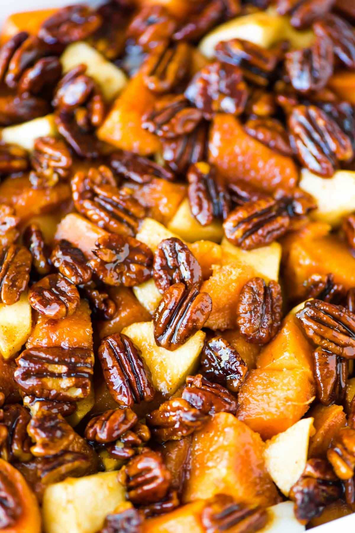 Glazed Sweet Potatoes with Honey Pecans. Sweet potatoes and apples, baked in a cinnamon butter whiskey sauce. Recipe at wellplated.com | @wellplated