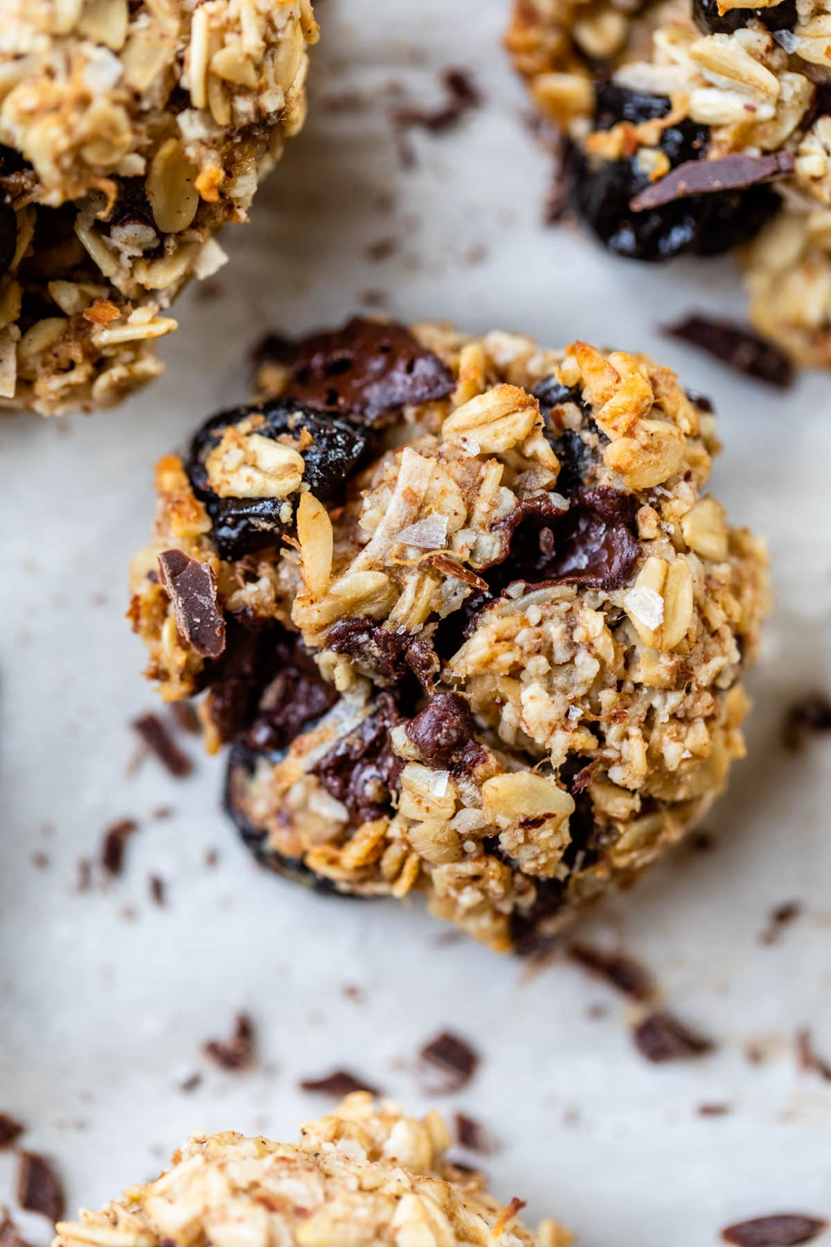 FINALLY a healthy cookie that tastes great! Healthy Chocolate Cherry Snack Cookies {vegan and gluten free!}
