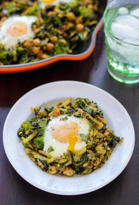 Curried Chickpea Broccoli Hash. Ready in less than 30 minutes and uses only one pan!