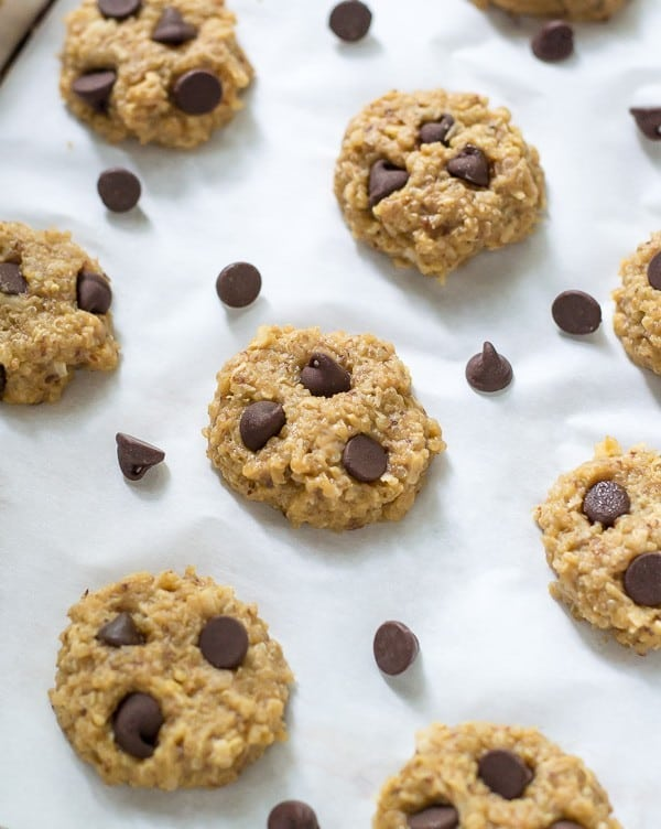 No Bake Peanut Butter Quinoa Cookies. NO butter, NO flour, and naturally sweetened! #glutenfree