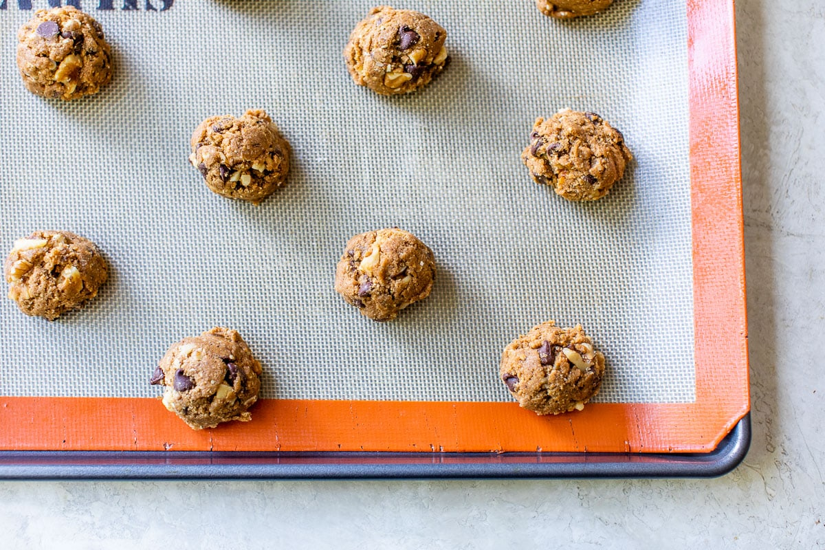 Perfect soft and chewy chocolate chip cookies made with whole wheat and walnuts.
