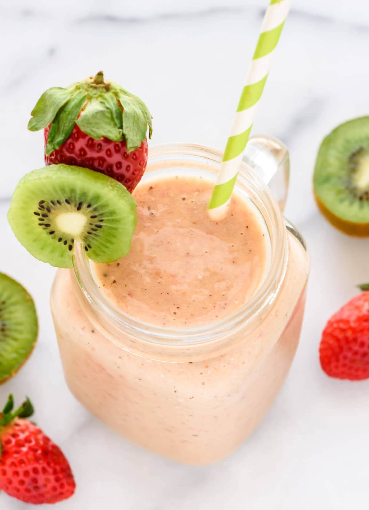 Simple and delicious strawberry kiwi smoothie recipe. Loaded with vitamin C, vitamin D and zinc, it's a natural cold remedy too!