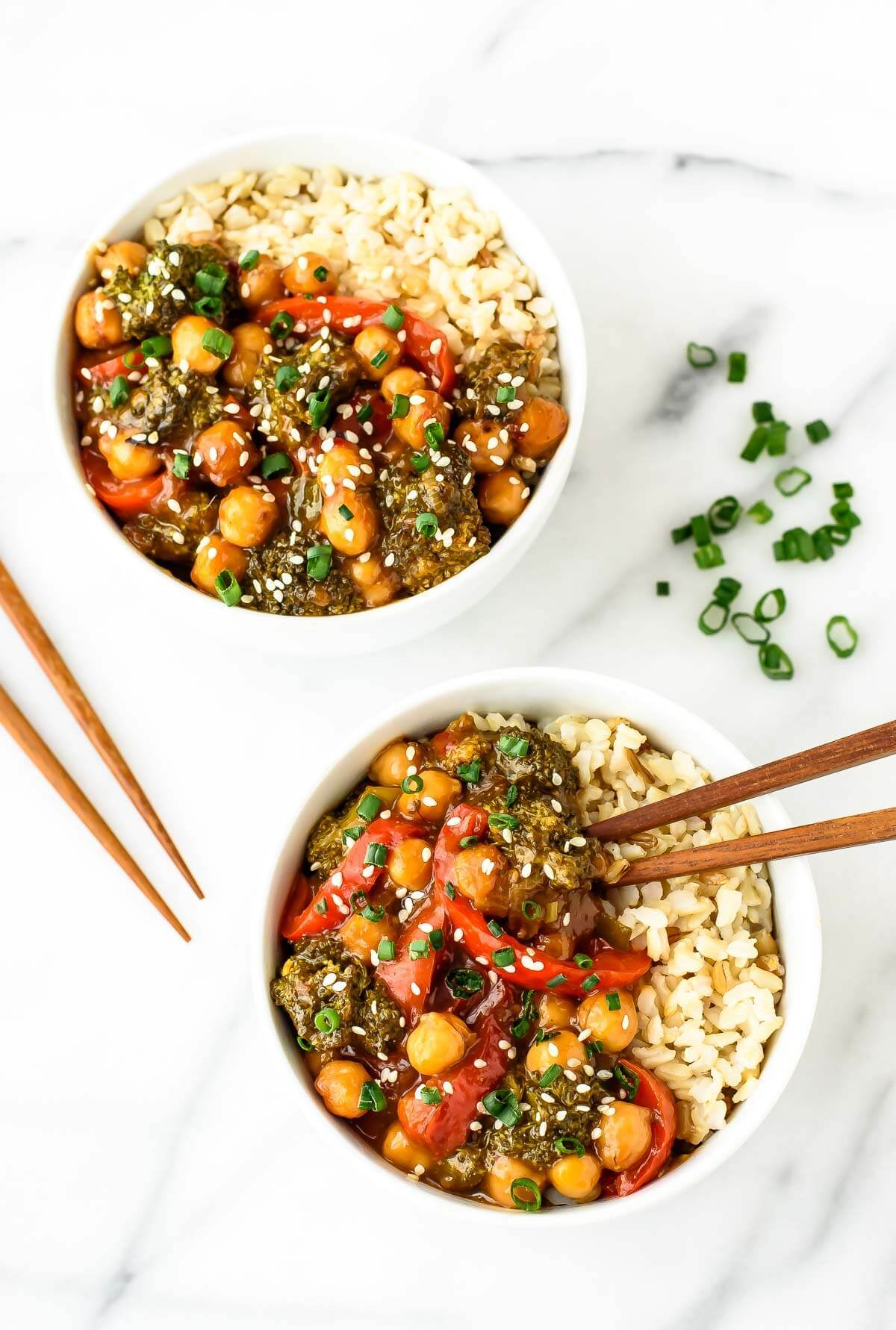 General Tso's chickpeas - a healthy vegetarian twist on the classic Chinese dish. WAY better than takeout!