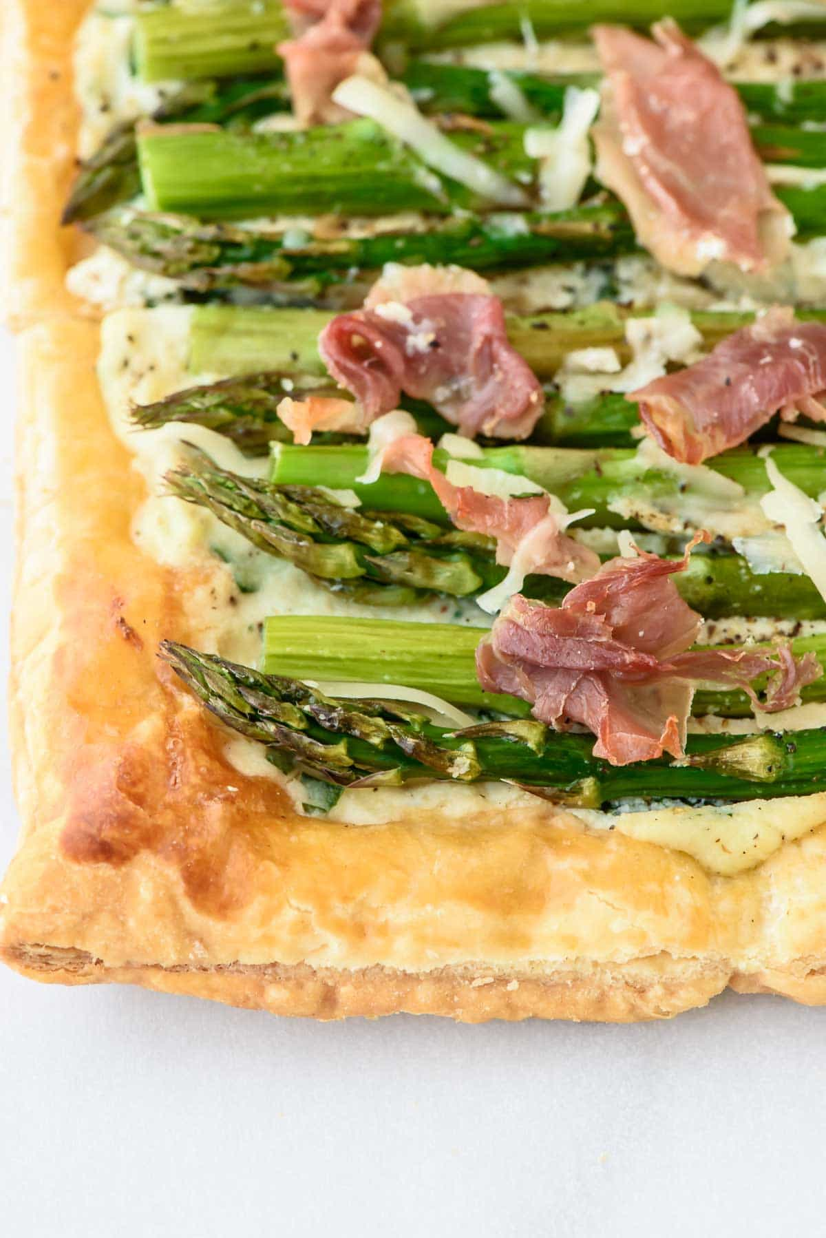 Easy Asparagus Tart with Puff Pastry and Ricotta. Easy and impressive! You HAVE to try this! @wellplated