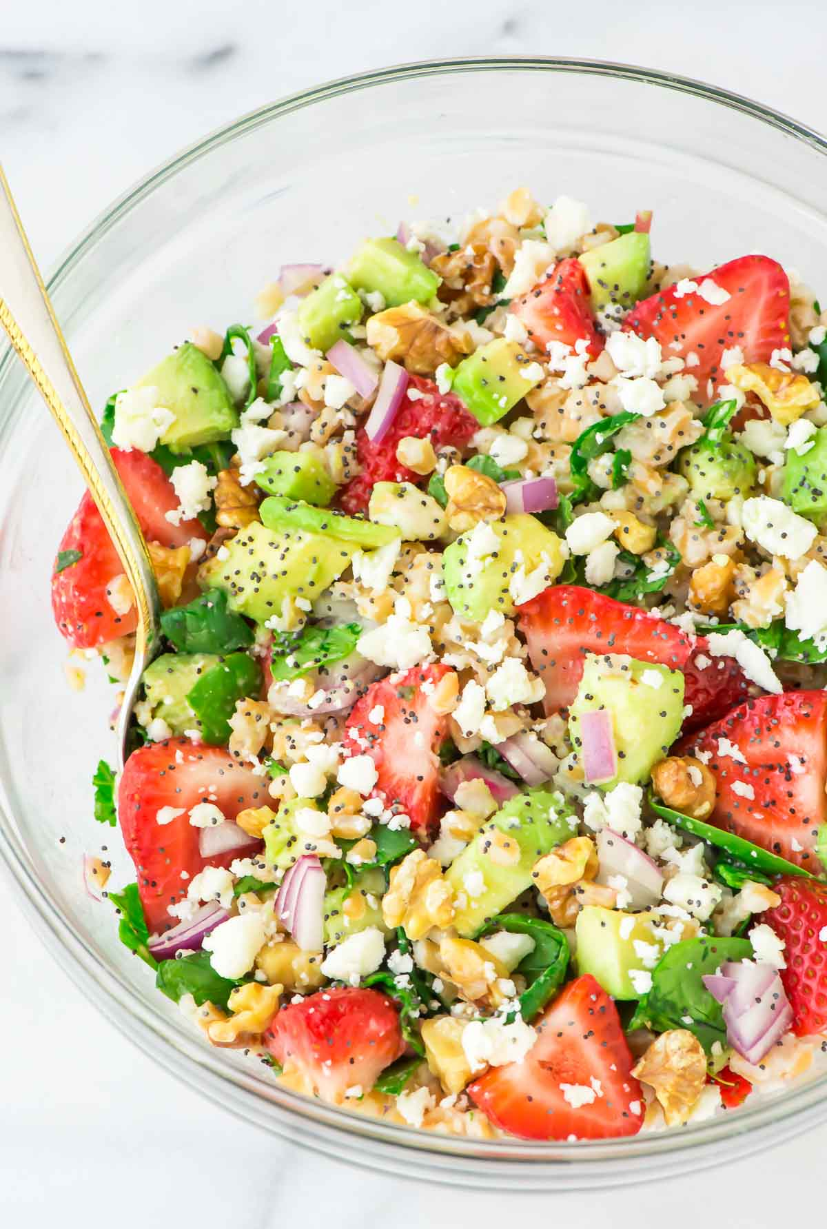 Full of spinach, feta, avocado, and lots of fresh strawberries, this Strawberry Farro Salad makes a perfect summer meal. Tossed in a balsamic poppy seed dressing. YUM! @wellplated
