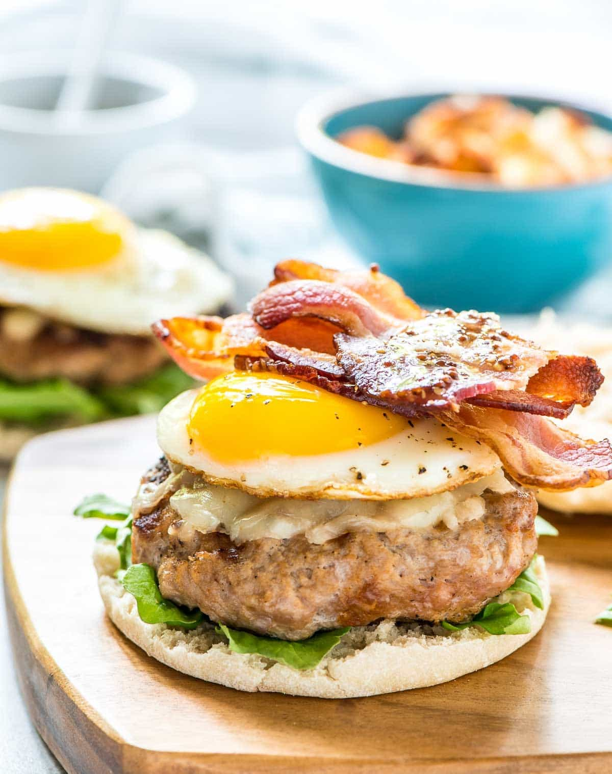 Maple Bacon Breakfast Burger — a juicy turkey burger patty with maple mustard drizzle, melty cheddar cheese, crispy bacon and a fried egg served on an English muffin. Could do for brunch, but we loved them for dinner! @wellplated