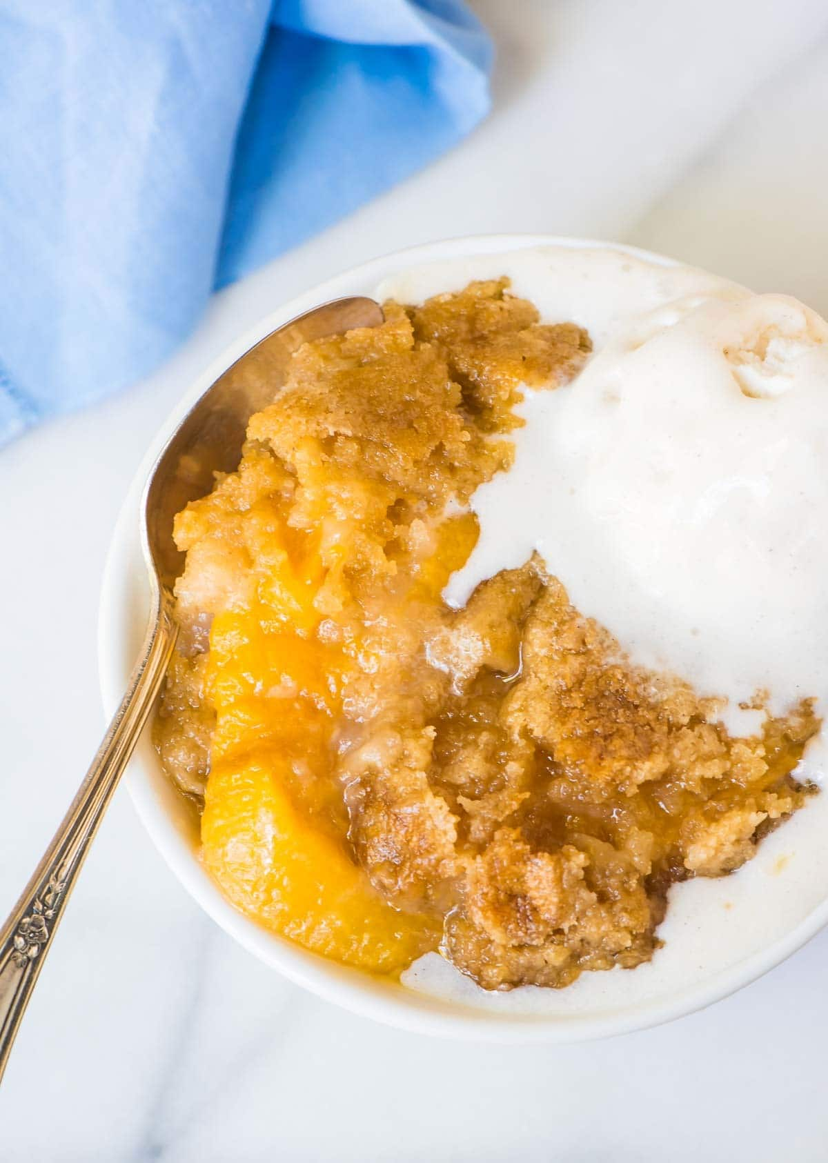 Crock Pot Peach Cobbler. This easy dessert is made entirely in your slow cooker! Juicy peaches, a sweet, buttery topping, and it couldn't be simpler. Just dump the ingredients into your crockpot and walk away! @wellplated