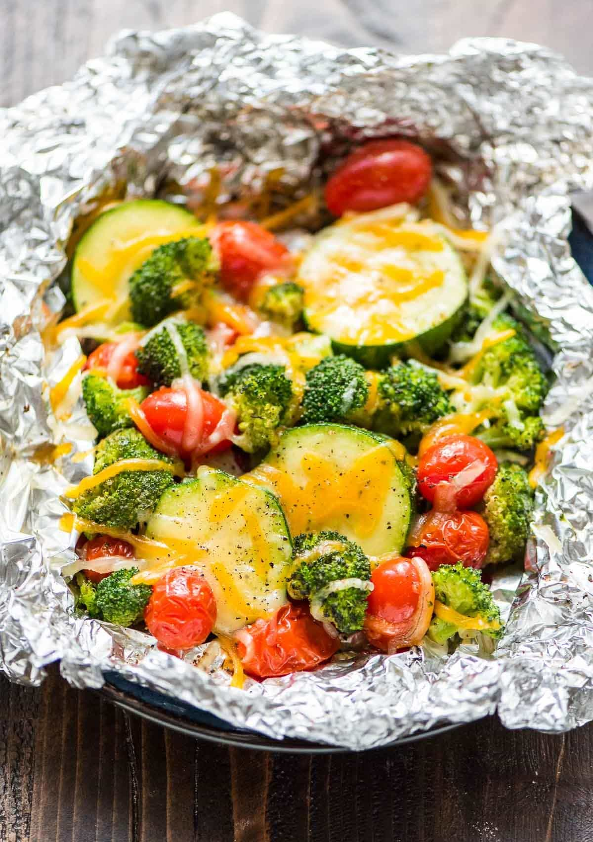 Maple Mustard Pork Tenderloin with Grilled Vegetables in Foil. A healthy, easy dinner recipe with NO CLEAN UP! @wellplated