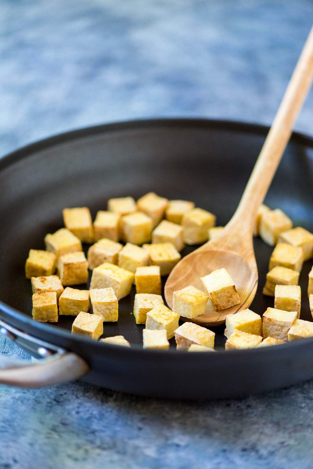 CRISPY Tofu, no baking, deep frying, or pressing required! This one simple trick is all you need. A great way to add tofu to any stir fry, salad, or pasta. Even my meat-eating husband loved it! @wellplated
