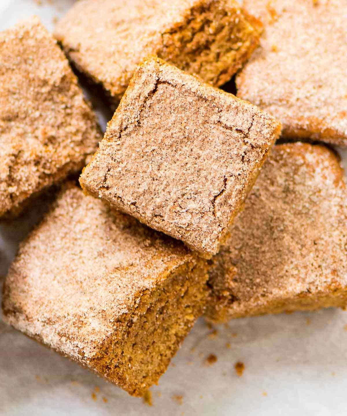 Cinnamon Blondies. PERFECT, soft, and chewy with a buttery cinnamon sugar topping. Easy dessert recipe that everyone will love! Recipe at wellplated.com | @wellplated