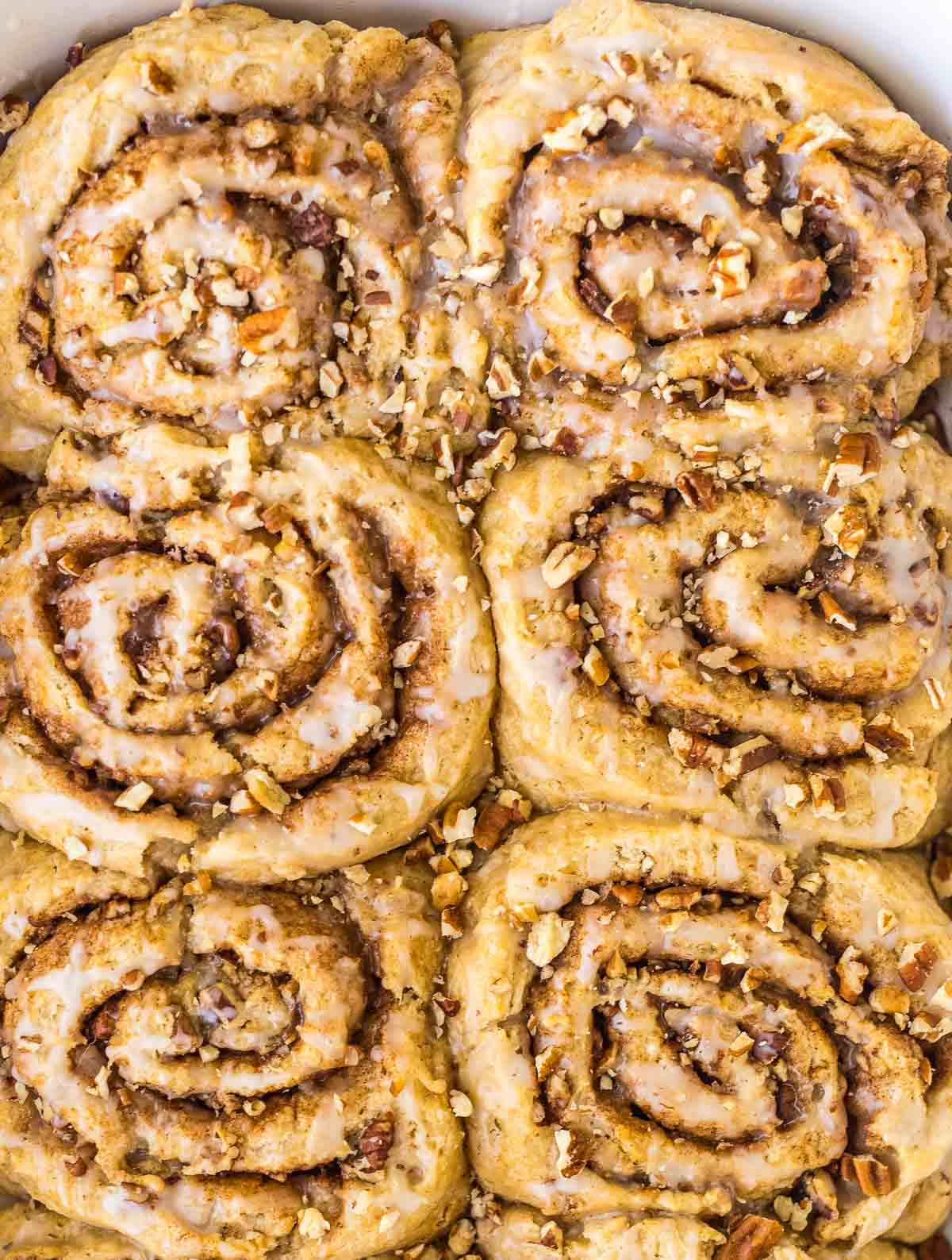 Homemade Biscuit Cinnamon Rolls – NO YEAST! This easy recipe uses buttermilk biscuit dough instead. Buttery, flakey, and packed with gooey cinnamon sugar filling. Recipe at wellplated.com | @wellplated