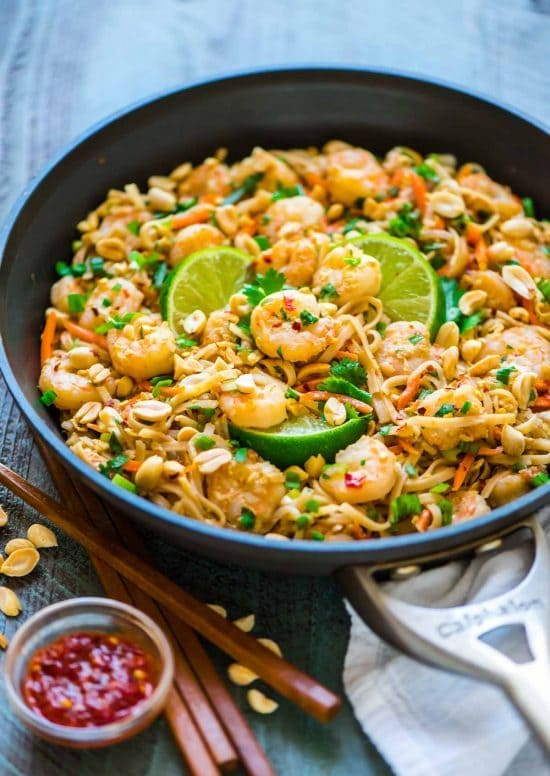 15 Minute Shrimp Pad Thai. Easy, healthy recipe that's even better than take out! Recipe at wellplated.com | @wellplated