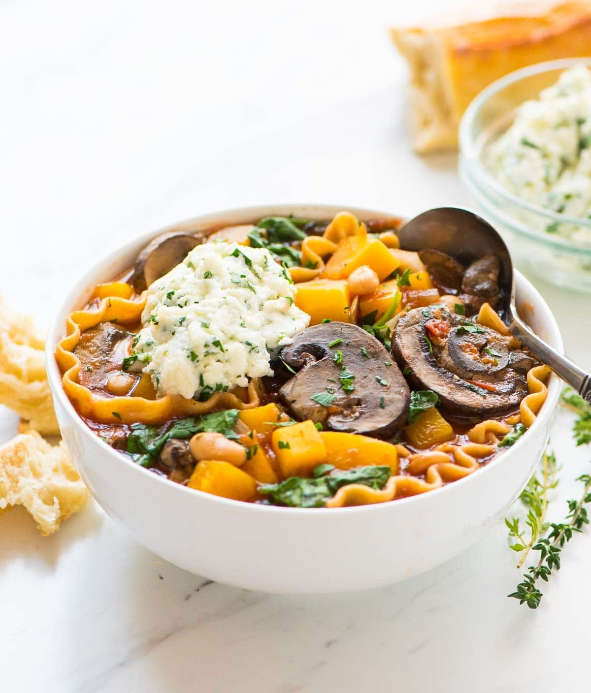 Easy Crockpot Lasagna Soup. Tastes just like lasagna, but is so much easier! The slow cooker does the work. Delicious, healthy vegetarian recipe that your whole family will love. Recipe at wellplated.com | @wellplated