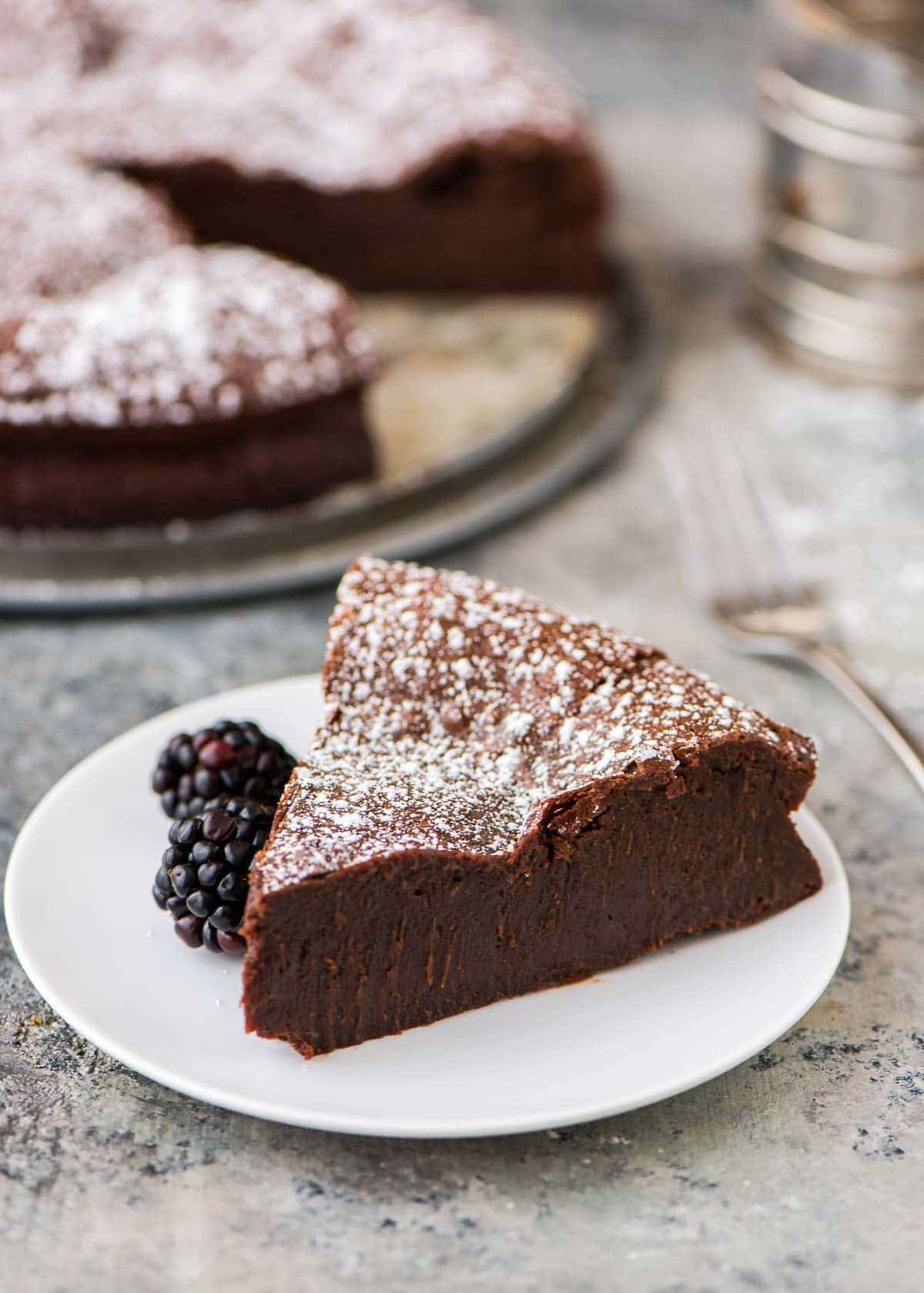 The BEST Flourless Chocolate Torte. Easy, impressive, and SO decadent. Perfect for a dinner party! {grain free and gluten free} Recipe at wellplated.com | @wellplated
