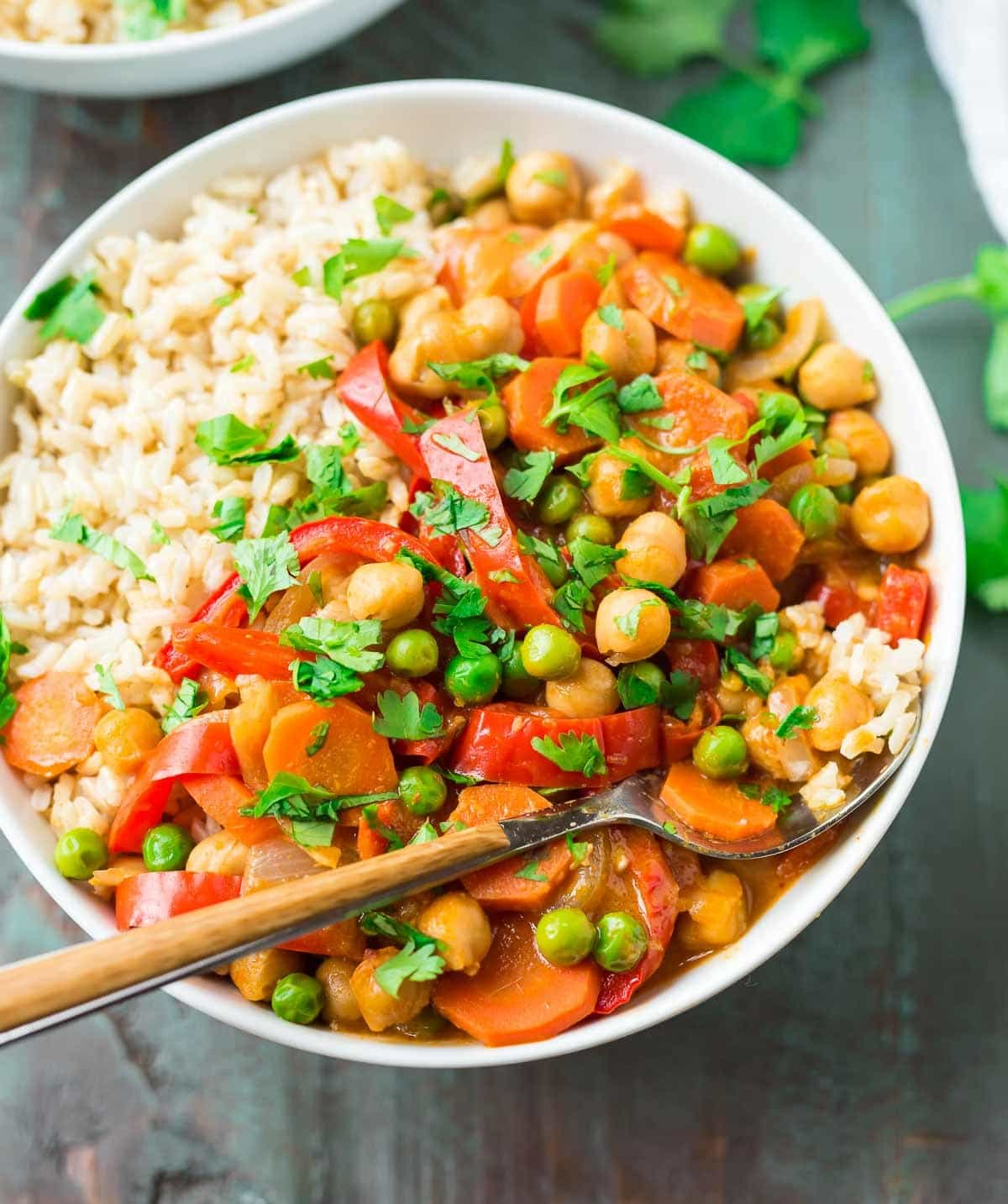 Easy vegan Chickpea Coconut Curry. Ready in 25 minutes! The Thai curry sauce is FULL of flavor and you can use any of your favorite vegetables. {clean eating, gluten free} Recipe at wellplated.com   @wellplated