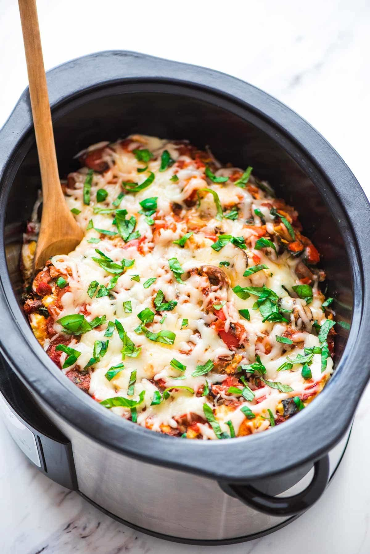 Crock Pot Pasta — all the cheesy comfort of traditional baked pasta recipes, but the slow cooker makes it EASY! Healthy vegetarian version made with whole wheat penne noodles. Recipe at wellplated.com | @wellplated