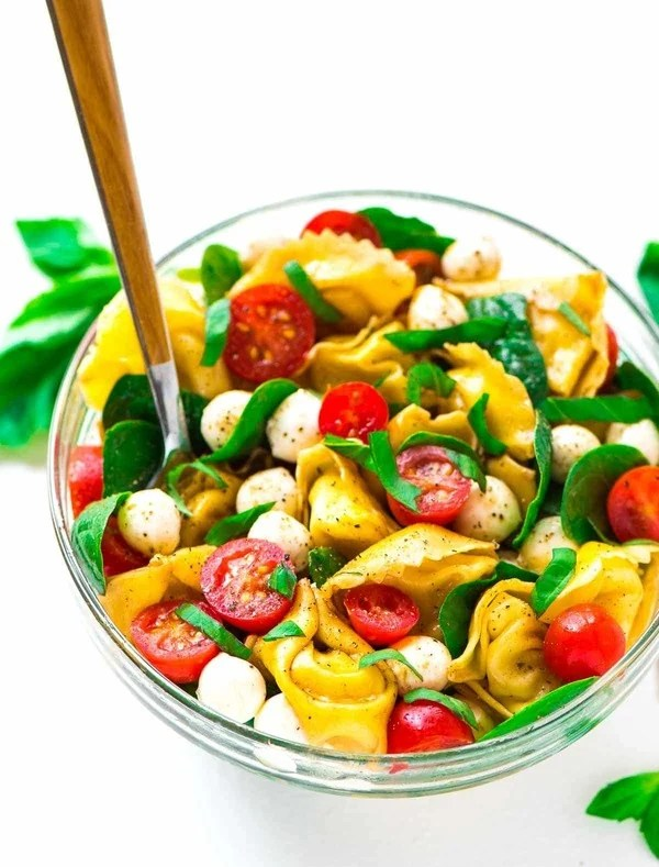 Tomato Mozzarella Basil Pasta Salad. A twist on Caprese pasta salad made with tortellini noodles. Easy and delicious! Recipe at wellplated.com | @wellplated