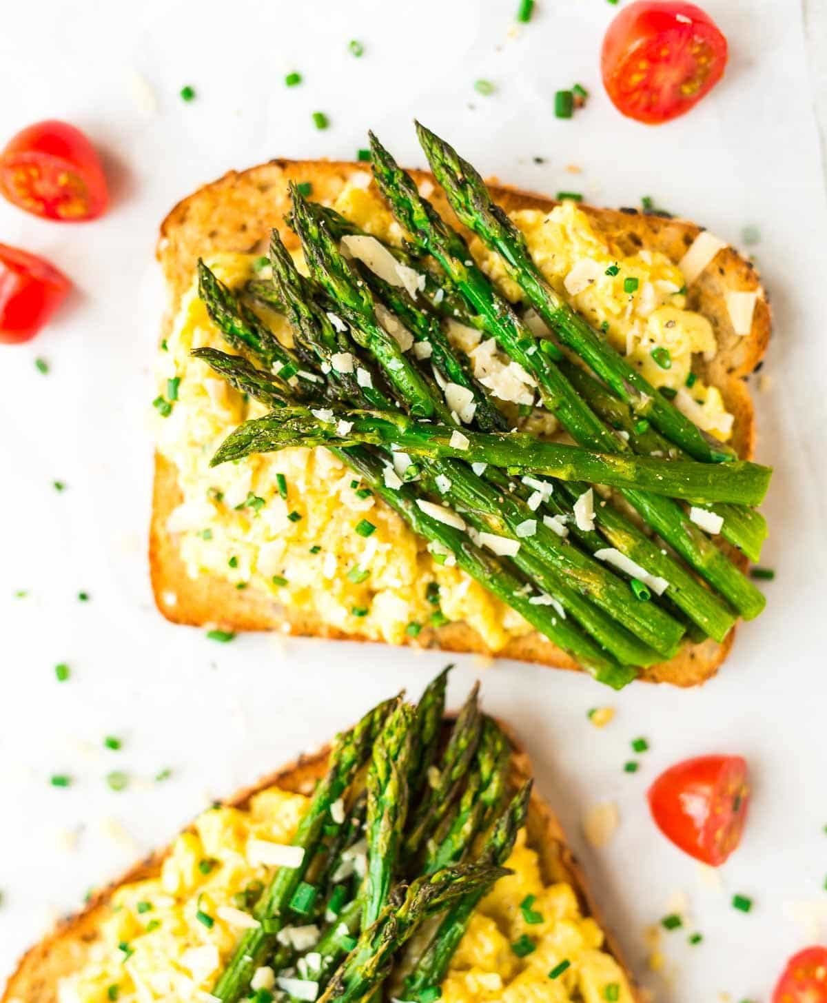 Asparagus and Creamy Scrambled Egg Toasts – Quick, healthy, and high protein. Great for a filling vegetarian breakfast or dinner! Recipe at wellplated.com | @wellplated
