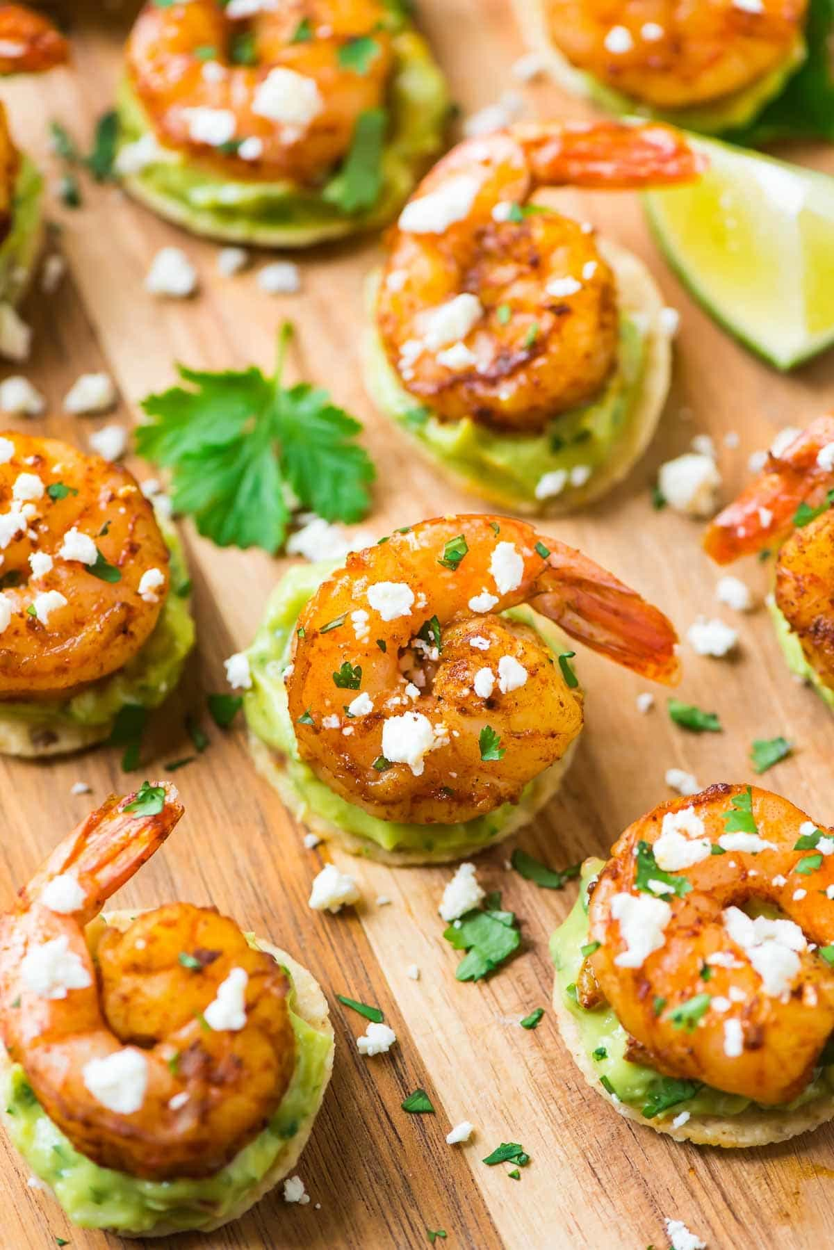 Shrimp Guacamole Bites. Easy, addictive, and great for a football party, summer picnic, or game day! Recipe at wellplated.com | @wellplated