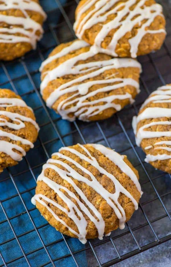 Soft and CHEWY Maple Pumpkin Oatmeal Cookies. Healthy recipe made with maple syrup, coconut oil, and whole grains. Easy and filled with warm spices and big pumpkin flavor! Recipe at wellplated.com
