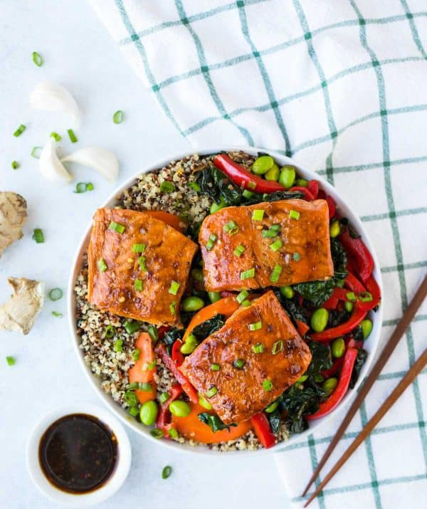 Teriyaki Salmon Quinoa Bowl. Quick, easy, and packed with veggies! This healthy recipe is perfect for meal prep lunches and fast weeknight dinners.