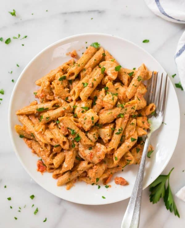 Healthy Penne Alla Vodka with Chicken. BEST RECIPE! A lighter version of classic vodka sauce made with tomatoes and almond