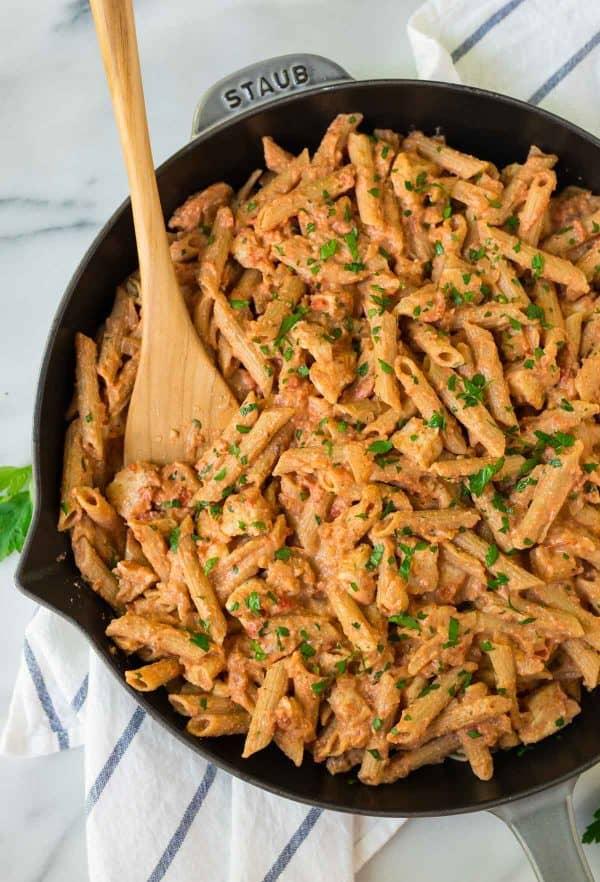 Best Penne Alla Vodka with Chicken. A healthy twist on the classic recipe that's just as delicious!