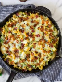 Brussels Sprouts Mac and Cheese with Bacon. Creamy, cheesy, and absolutely delicious! One of the best comfort foods for weeknight dinner, Thanksgiving sides, or holiday recipes.