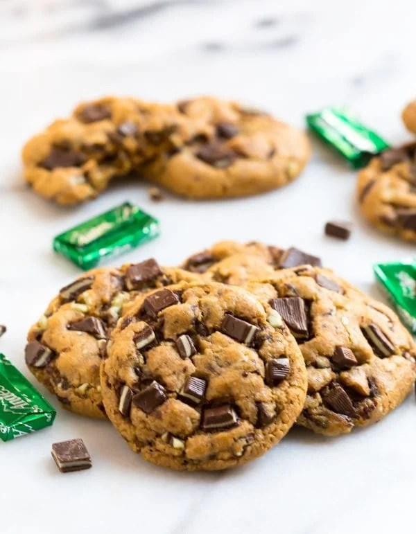 Easy Andes Mint Cookies. Perfect for Christmas and holiday baking!