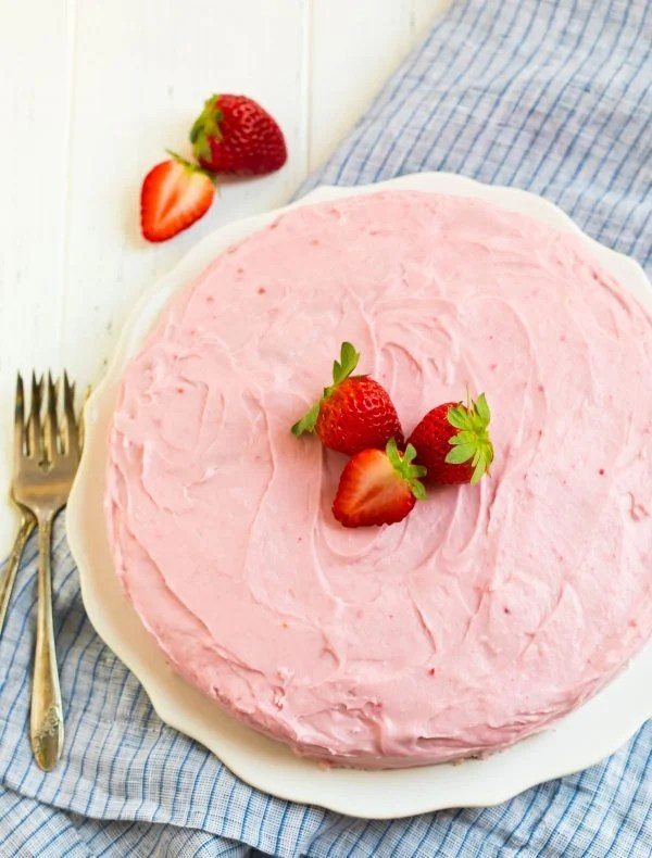 Fresh Strawberry Cake with cream cheese frosting. So delicious and perfect for special occasions!