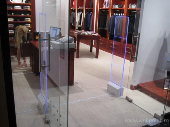 a60930-porti-antifurt-imbracaminte-mall-bucuresti_IMG_5170