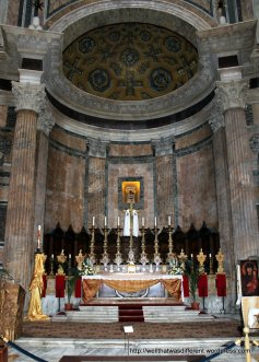 Christian altar in the Pantheon