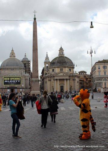Tigger at the Piazza del Popolo