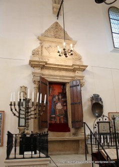 Reconstructed altar in the Old Synagogue