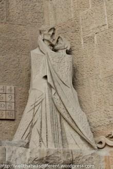 Even more modern sculpture on another facade.