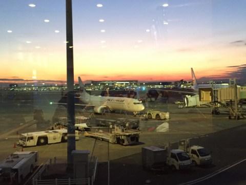 羽田空港国内線第一ターミナル ラウンジ 飛行機 景色