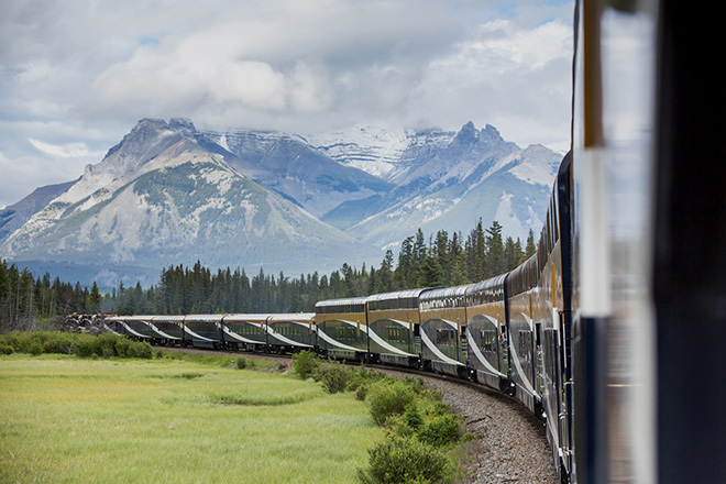 Rocky Mountaineer travelling along First Passage to the West. Image courtesy Rocky Mountaineer.