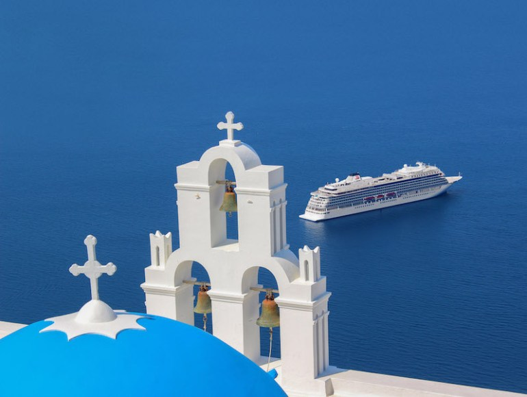 Viking Star in Santorini. 800x600