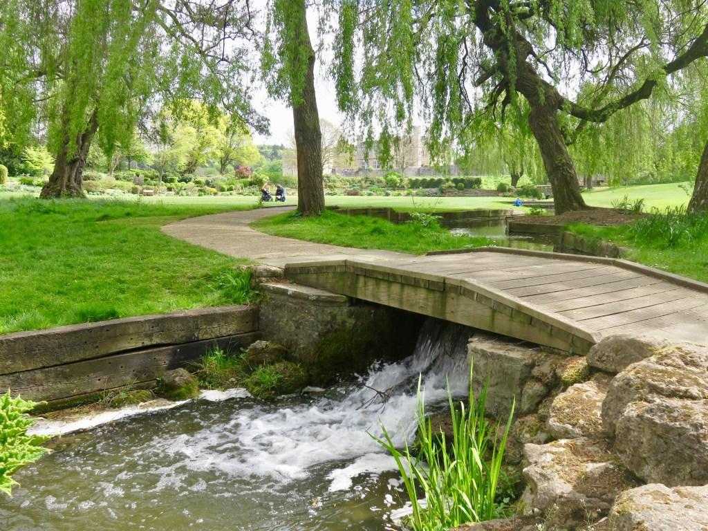 The river Len flows through the grounds of Leeds Castle