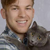 I Got Professional Pictures With My Cat That Look Like Engagement Photos