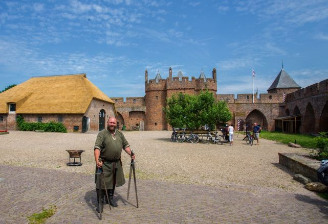 Fighting the Dutch in a Castle on the German border