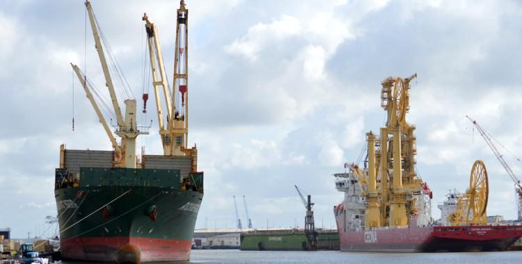 Containerhafen Schiffe