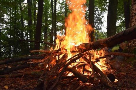 Opfergaben am Feuer