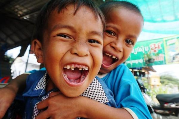Kinder sind in Kambodscha die groeßte Bevoelkerungsgruppe